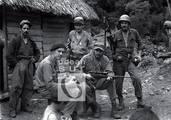 De pie, Ignacio Leal, Ciro Redondo y Camilo Cienfuegos. Sentados, Marcelo Fernández Font y Fidel.