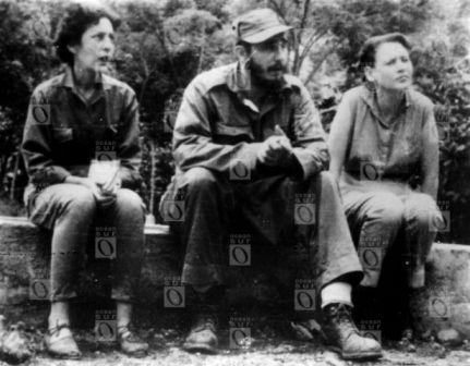 Celia Sánchez, Fidel Castro y Haydée Santamaría en la Sierra Maestra (1956-1958). Fotografía © Oficina de Asuntos Históricos del Consejo de Estado, Cuba.