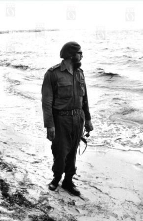 Fidel Castro en Playa Girón, 19 abril de 1961. Fotografía © Oficina de Asuntos Históricos del Consejo de Estado, Cuba.