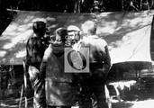 Che Guevara conversa con Régis Debray y Ciro Bustos