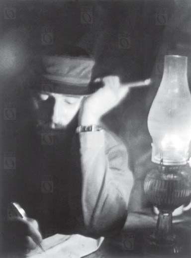 Fidel Castro esbozando la ley de Reforma Agraria, 1959. Fotografía de Alberto Korda.