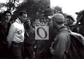 El cadete Evelio Laferté, prisionero de las tropas rebeldes, responde a las preguntas del Che.