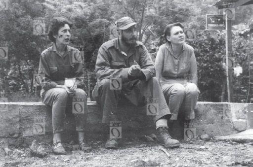 Celia Sánchez, Fidel Castro y Haydée Santamaría en la Sierra Maestra (1956-1958).