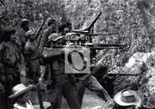 Entrenamiento de las fuerzas rebeldes dirigido por Fidel.