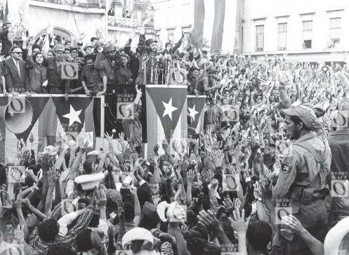 Fidel Castro hablando ante una manifestación frente el Palacio Presidencial, en La Habana, 21 de enero de 1959.