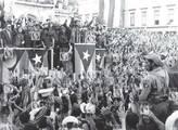 Fidel Castro hablando ante una manifestación frente el Palacio Presidencial, La Habana, 1959