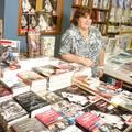 Junto a los libros del Proyecto Editorial Che Guevara