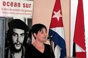 Ivonne Muñiz introduce a los presentadores del libro