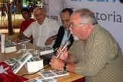 El politólogo cubano Roberto Regalado presenta el volumen