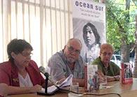 María del Carmen Ariet, Roberto Regalado y Sonia Almazán, durante la presentación de las antologías de Ocean Sur