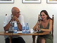 El director del Centro Pablo, el poeta Víctor Casaus y la editora de Ocean Sur, Lidoly Chávez, durante la presentación